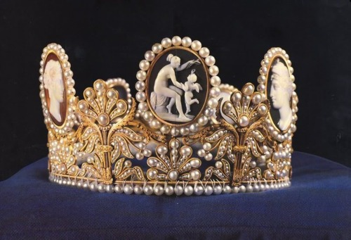 the Cameo Tiara of Sweden has been in the Swedish Royal Family since 1832