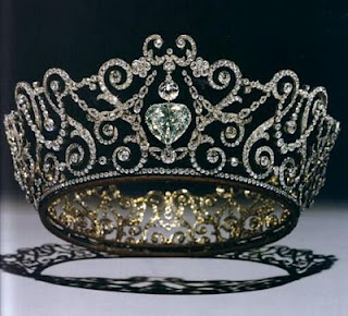 delhi durbar tiara with heart in the center