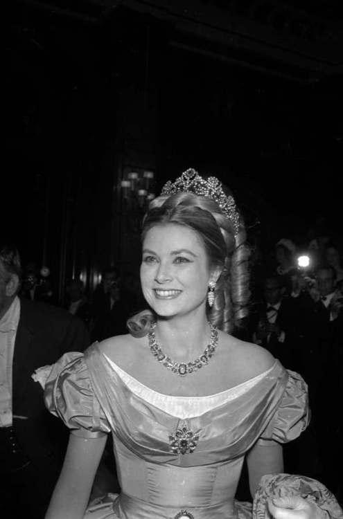 Princess Grace in Empress Josephine's Coronation Tiara (1/6)
