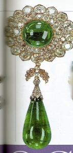 emerald-and-diamond pendant brooch, 1911
