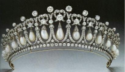 http://tiarasandtrianon.files.wordpress.com/2012/09/cambridge_lovers_knot_tiara.jpg?w=584