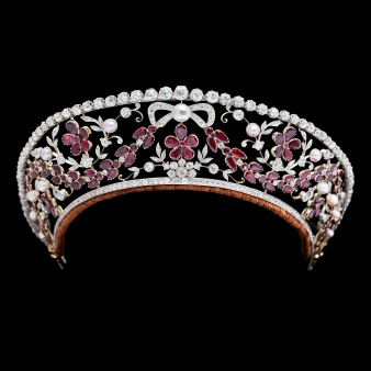diamond and garnet kokoshnik once belonging to Danish Royal Family