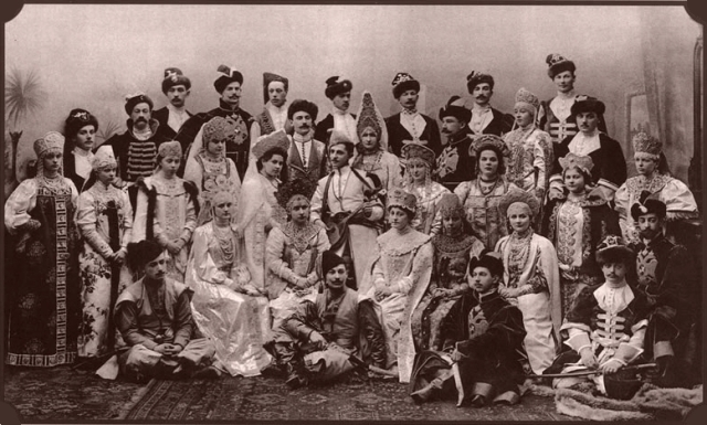 last Romanov family pic 1903 ball