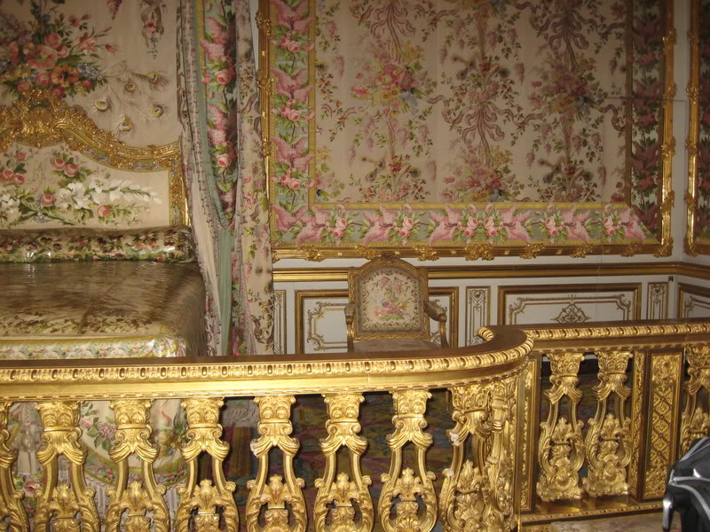 Stupendous Marie Antoinettes Bedroom At Versailles Tiaras And Trianon Interior Design Ideas Apansoteloinfo