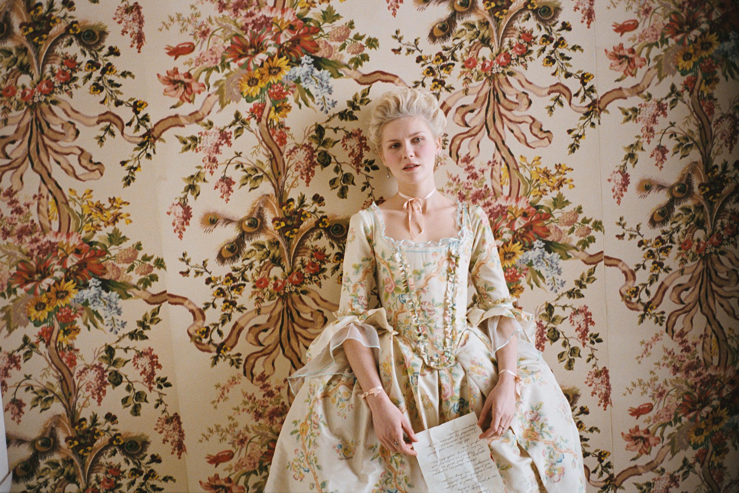 Marie Antoinette Inspired Bedroom Marie Antoinette Movie Wallpaper Dress Tiaras And Trianon