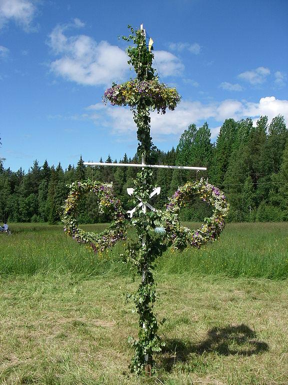 midsummer majastangsresning maypole östra Insjö, Dalarna, Sweden