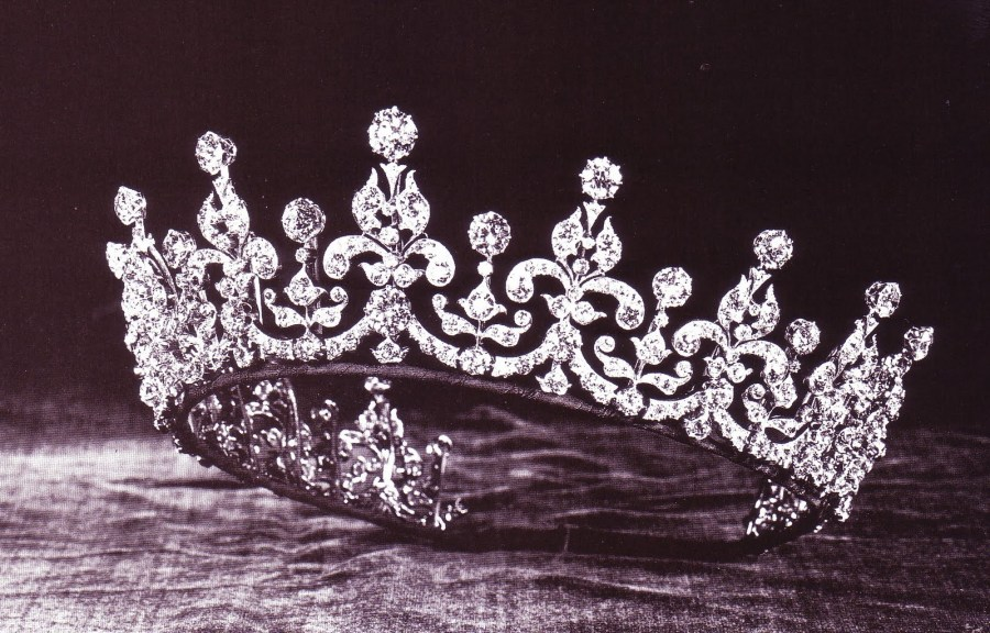 Girls of Great Britain and Ireland Tiara no base