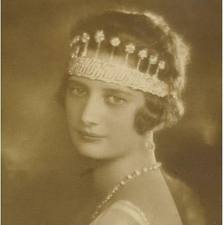 queen astrid sports Nine Provinces Tiara in original form