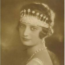 queen astrid sports Nine Provinces Tiara in original form