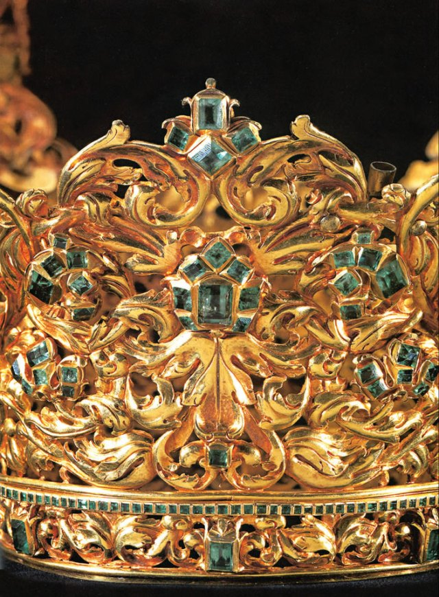 crown of the andes closeup