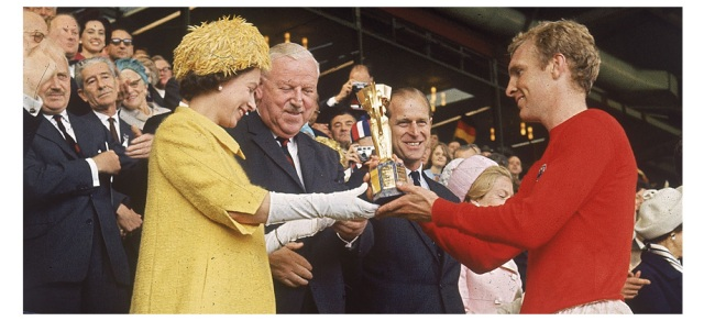 queen elizabeth gives trophy to