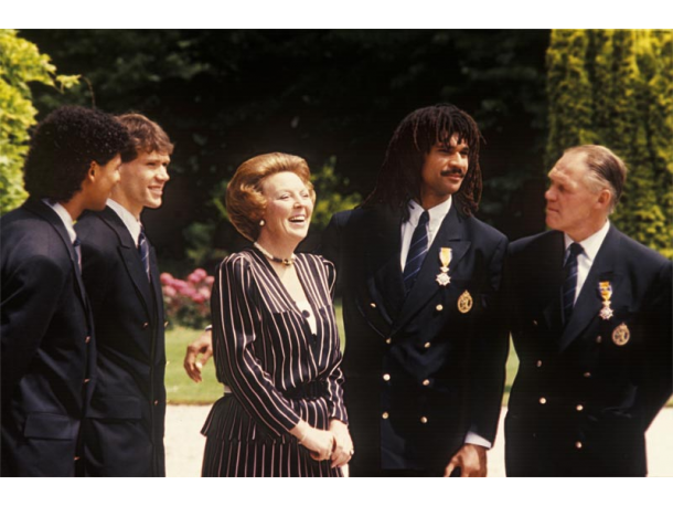 queen beatrix with the 1988 Holland Squad