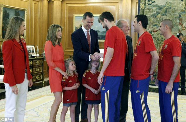 spain's royals congratulate 2012 champions