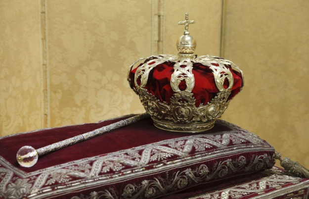 coronation crown and scepter of spain