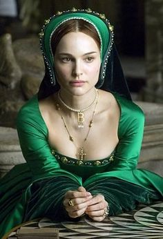 natalie portman as anne boleyn in a French hood