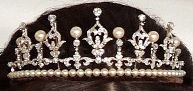 mary's wedding tiara bulked up on pearls