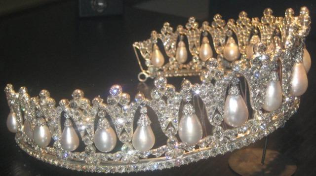 pearl poiré tiara