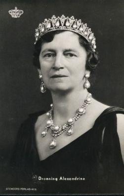 queen alexandrine pearl poire tiara
