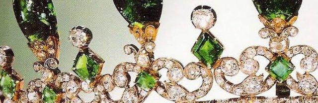 diamond emerald tiara detail