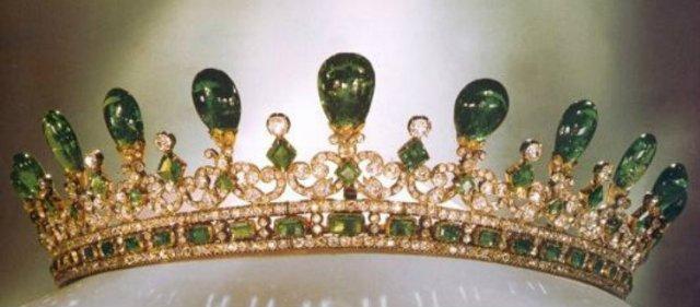 emerald tiara queen victoria
