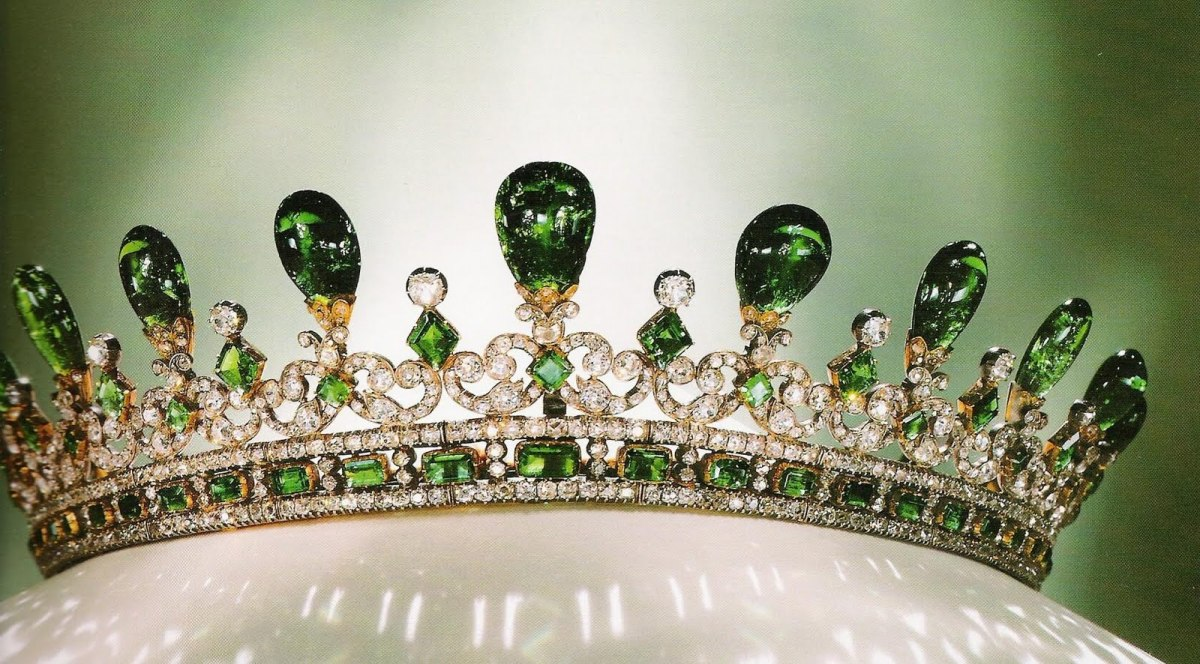 tiara time! Queen Victoria's Diamond and Emerald Tiara