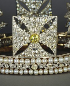 yellow diamond cross paty
