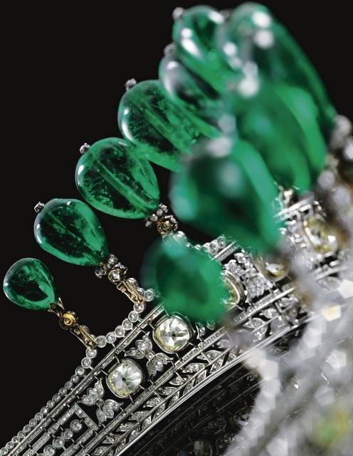 von Donnersmarck's Emerald Circlet closeup